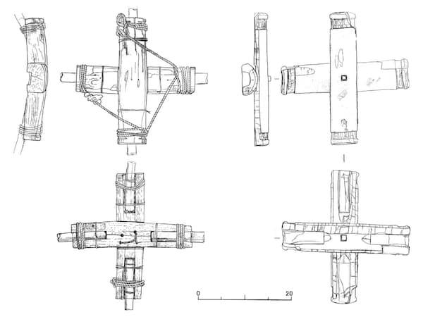 古墳時代の出土品(「伊場遺跡調査報告書」より、右側)と現代の四手網部品(諏訪湖で使用)