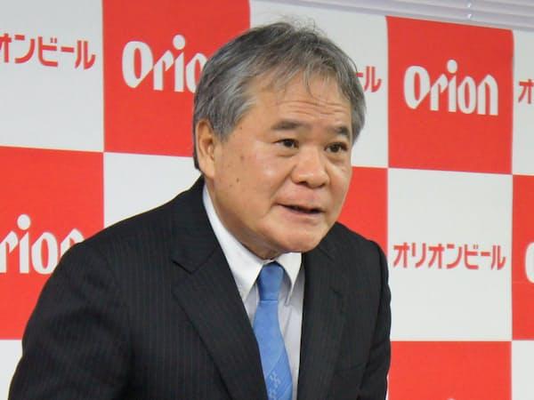 「沖縄に根ざした企業のDNAは維持する」と話す与那嶺清社長(1月、浦添市の本社)