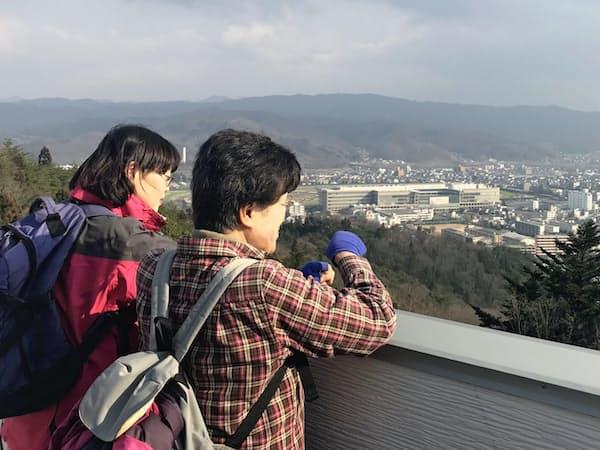 信夫山からは福島市中心部を一望できる