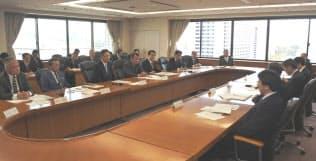 世耕経産相はコンビニ8社と意見交換会を開いた