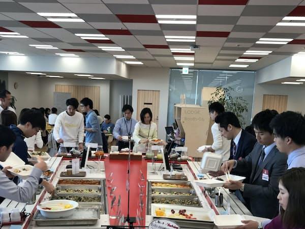 ヤフーの社員食堂は多くの一般客が利用する(東京・千代田)