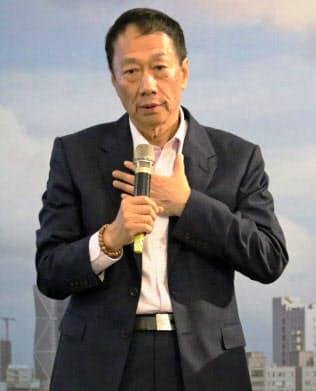 鴻海の郭董事長(3月、台湾南部・高雄)