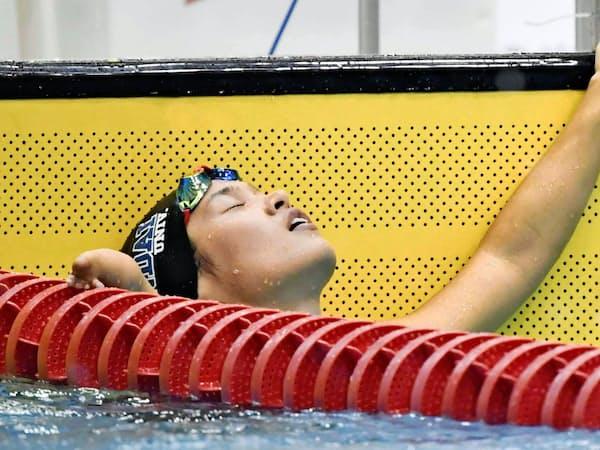 世界選手権代表入りを逃し、ゴール後に天を仰ぐ一ノ瀬(3月、静岡県富士水泳場)