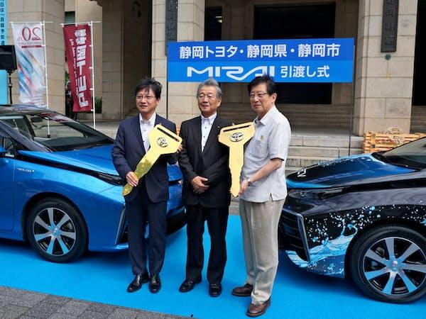 燃料電池車はトヨタ自動車など各社が普及を急ぐ(18年9月、静岡県庁)
