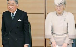 「みどりの式典」に出席した天皇、皇后両陛下(26日午前、東京都千代田区の憲政記念館)=代表撮影