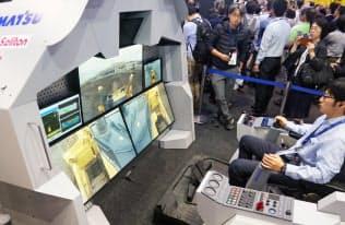 コマツは5Gを使ってブルドーザーを遠隔操作する実証実験をした(千葉市美浜区)