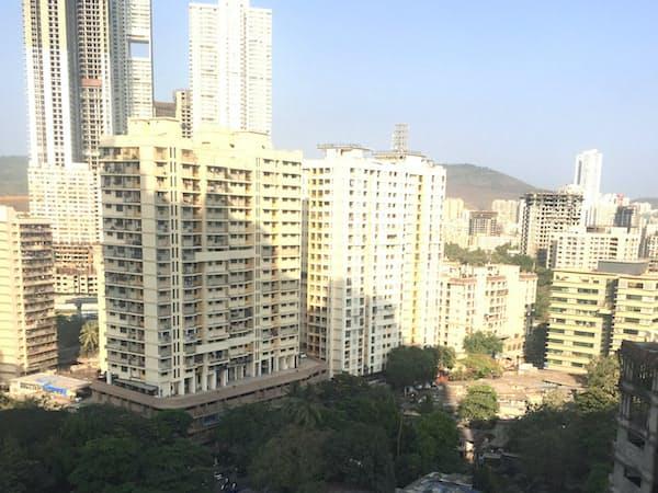 ムンバイ各地でスラムの再生計画が進んでいる(5月、市内北部)