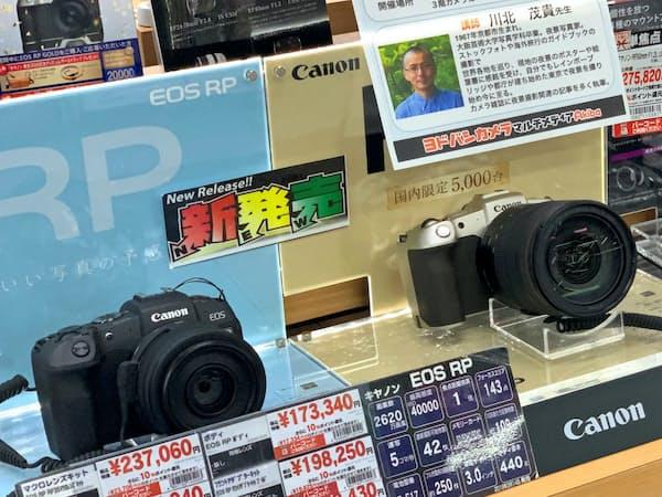 フルサイズのミラーレスがカメラ市場の起爆剤に                                                     (都内の家電量販店)