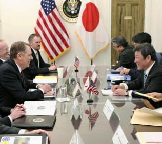 茂木氏は日本は対象外とライトハイザー氏に確認したという(4月、ワシントン)=日本政府提供・共同