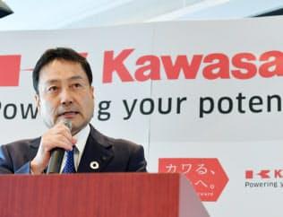 中期経営計画を発表する川崎重工業の金花社長(20日、東京都港区)