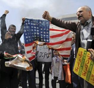 イラン国内では米国への反発が強まっている(10日、テヘラン)=AP