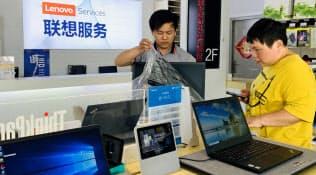レノボは堅調なパソコン販売を下支えにサブスクリプションの収益モデルを作る(北京市内の販売店)