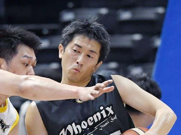 日本選手権で障害者とプレーする伊丹の三浦。今年から健常者も参加した