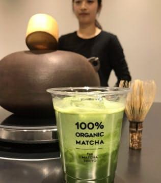 昨年11月、東京・表参道にオープンした専門店「THE MATCHA TOKYO」では抹茶をたてる体験もできる
