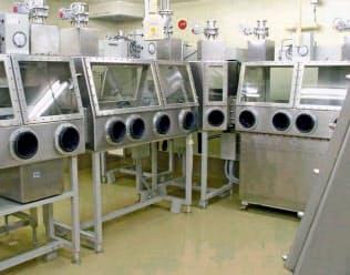 BSL―4施設の内部(東京都武蔵村山市)=国立感染症研究所提供