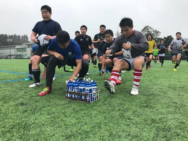 水飲み休憩に入るタイミングにも全力ダッシュを組み込み、練習を効率化                                                   (静岡聖光学院高校ラグビー部)