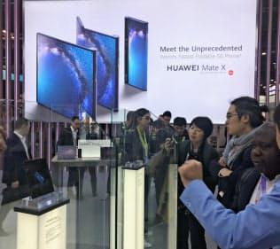 ファーウェイは当初、6月ごろに「5G」対応スマホを発売する予定だった(2月、スペインでの展示会)