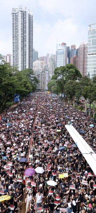 デモの主催者は200万人近くが参加したと発表した(16日)=三村幸作撮影