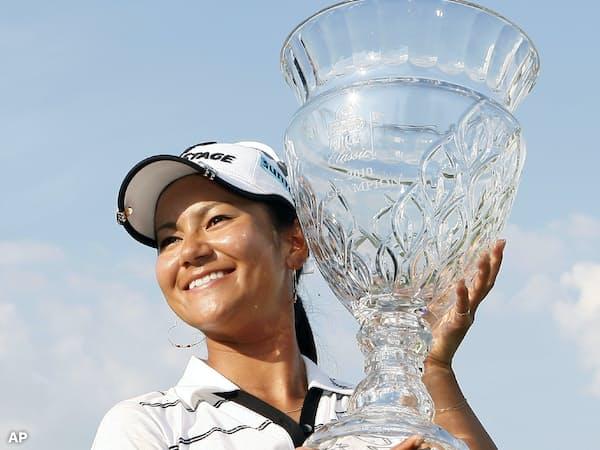 米女子ゴルフツアーのショップライト・クラシックで優勝した宮里藍(2010年6月)=AP