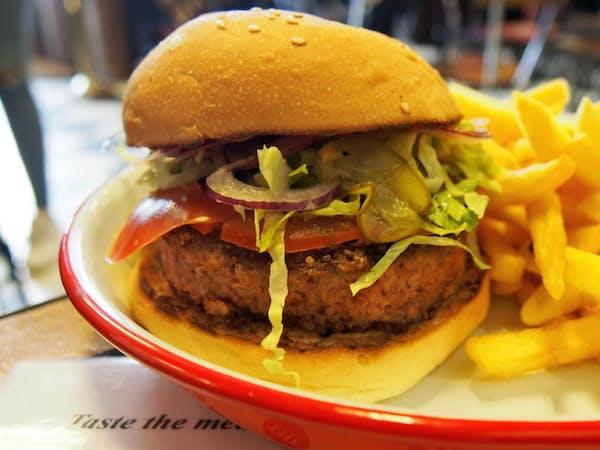 ビヨンド・ミートのパテを使ったハンバーガー