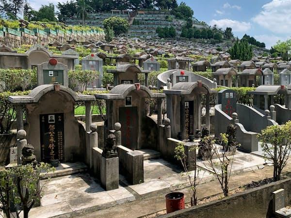 広東省で一般的な墓地。最大で家族数人が眠る