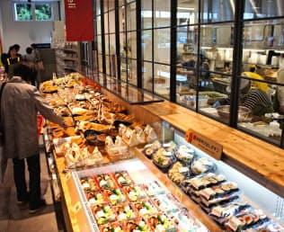 総菜や生鮮を強化した東大宮店(さいたま市)などをモデルに改装を進めていく