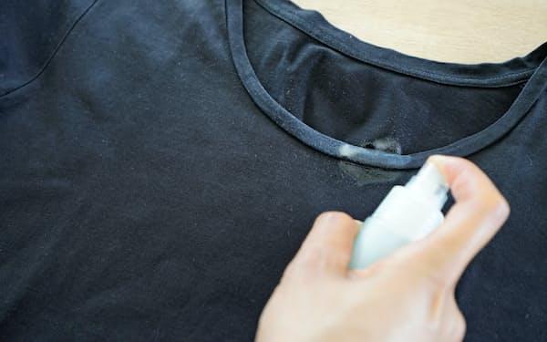 液体洗剤と消毒用エタノールを混ぜて、襟元にスプレーする