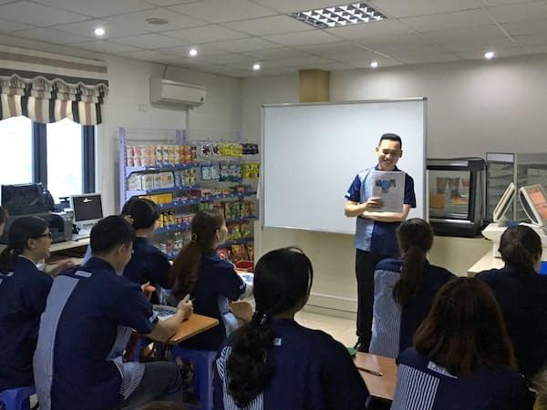 ローソンはベトナム現地で留学生の卵に向けアルバイト研修を行う