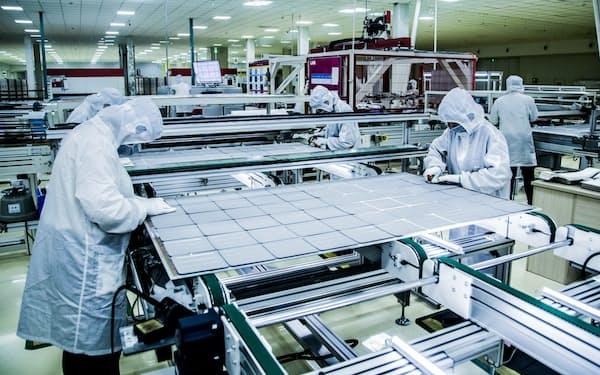 太陽光パネルは中国製がシェア7割(上海郊外のロンジソーラーの工場)
