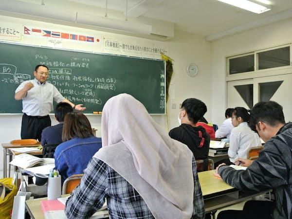 介護福祉科の1年生は全49人の半数超を留学生が占める(北海道東川町の旭川福祉専門学校)
