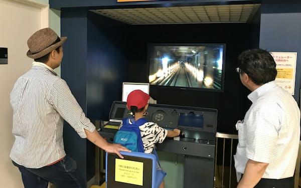 運転シミュレーターは銀座線など実際の路線の風景が楽しめる(東京都江戸川区)