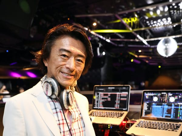 その場の雰囲気に合わせ、アドリブで曲を替えて盛り上げる。DJは「音楽の料理人」だという