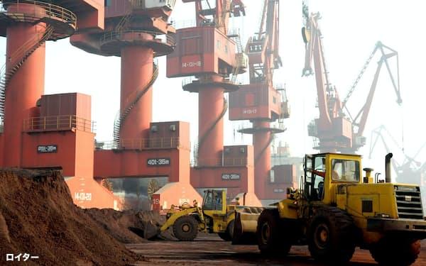 レアアースの生産で中国は圧倒的なシェアを握る=ロイター