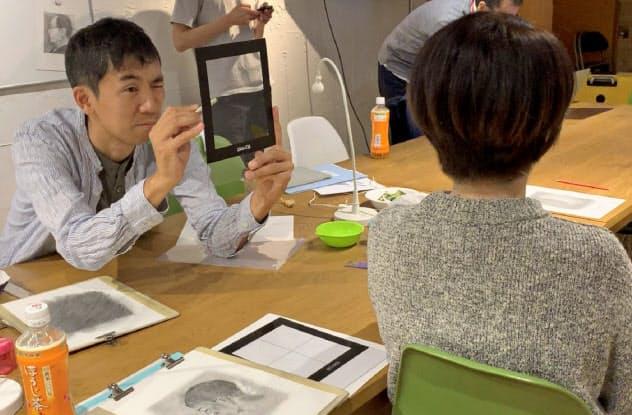 描写する対象をよく観察する力を養うデッサン講座も人気(6月、東京都渋谷区の「アート・アンド・ロジック」)