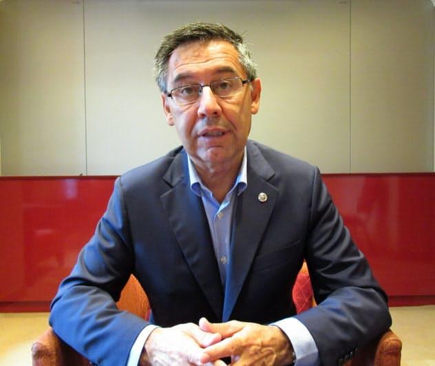 取材に応じるバルセロナのバルトメウ会長(23日、都内)