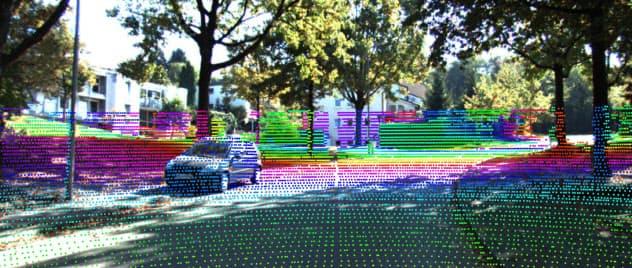 2次元の画像から膨大な特徴点を抽出し、立体的な位置関係を読み取る。そこから3次元の地図に落とし込む