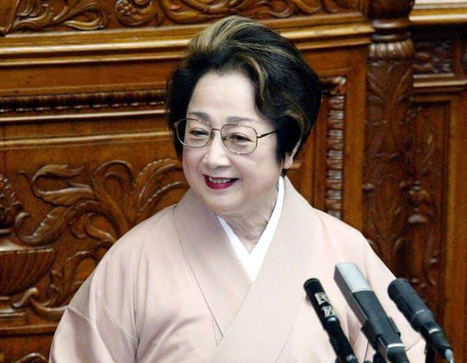 7月30日 初の女性参院議長 扇千景氏が就任: 日本経済新聞