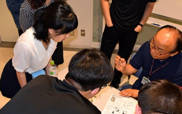 漫画家やアシスタントの作業を体験できる教室を開催する
