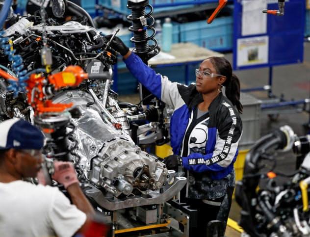 製造業の就業者の伸びは大幅に鈍化(米中西部シカゴのフォード工場)=ロイター