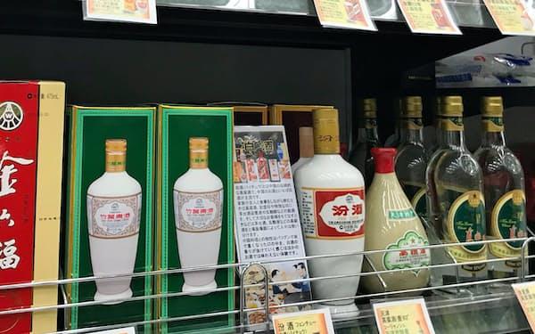 酒販大手のやまやは全国約170店で白酒を販売する(東京都渋谷区の道玄坂上店)