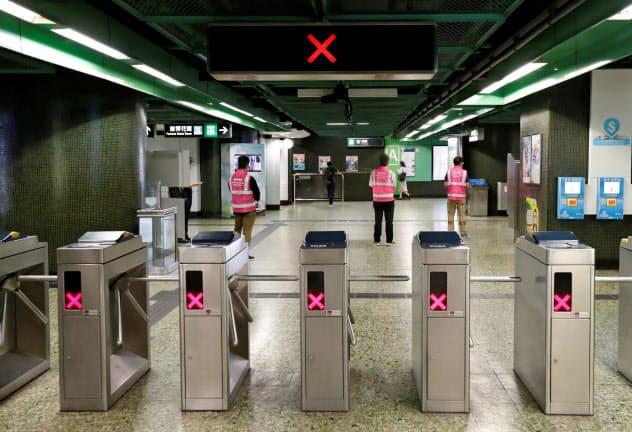 地下鉄の多くの路線が一時、運行停止した(5日)=ロイター