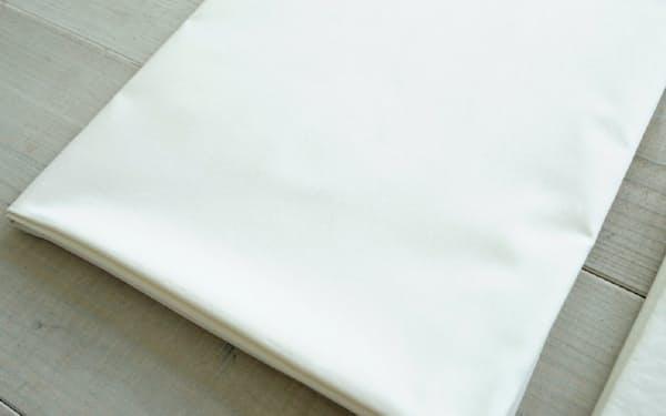 クリーニング店で洗濯後のり付けし、プレス加工したシーツ