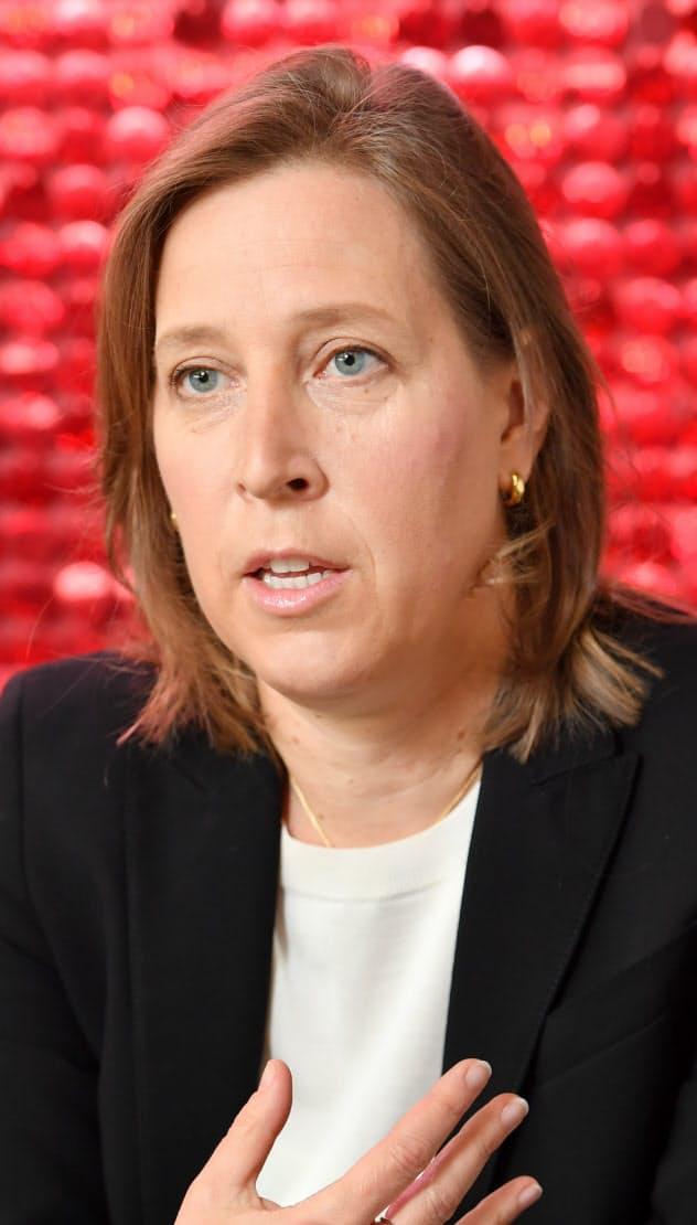 米ユーチューブのスーザン・ウォジスキCEOは規制を「非現実的だ」と批判した