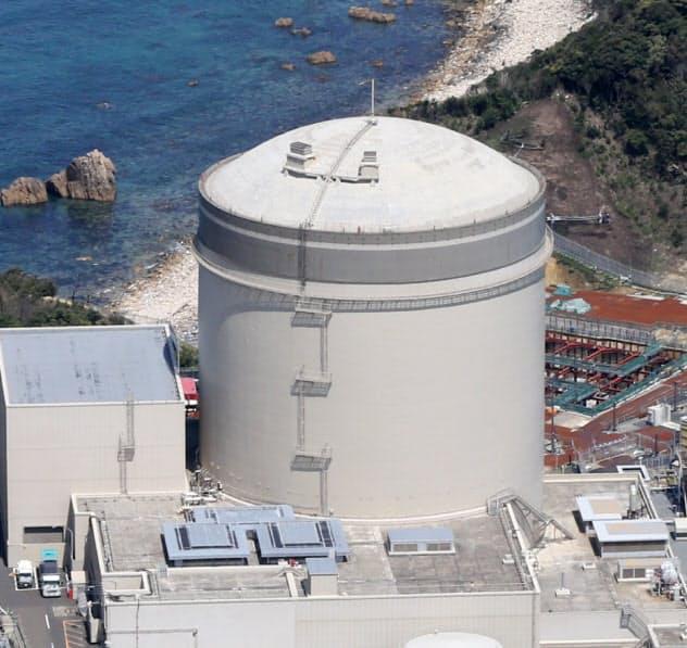 安全対策工事が長引く関西電力の美浜原発3号機(福井県美浜町)