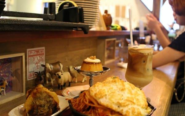 「チーズ喫茶 吾輩は山羊である」はチーズをふんだんに使ったコーヒーやプリン、おにぎりなどのメニューが人気だ(東京都杉並区)