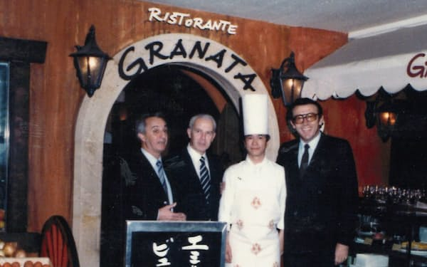 イタリア修業から帰国後、「グラナータ」で腕を振るった(右から2人目が本人)