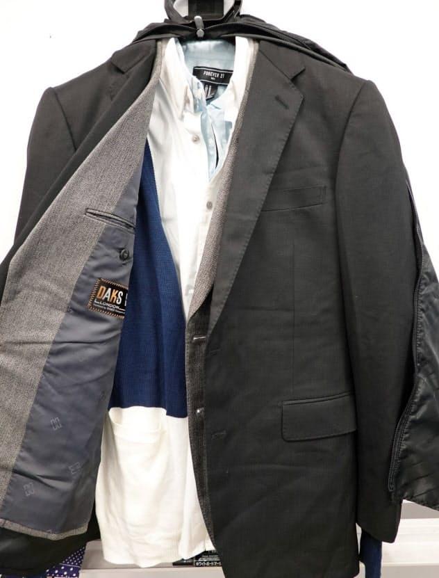 スーツやシャツはコーディネートして1つのハンガーに重ねると便利(東京都渋谷区のエース)