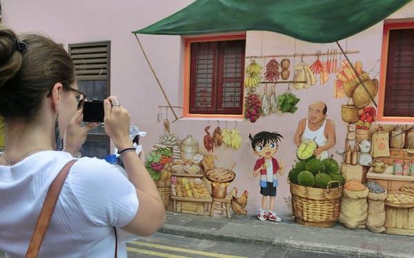 現地のストリートアーティストが描いた「名探偵コナン」のイラスト(7月、シンガポール)
