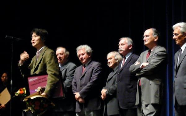 ブザンソン国際指揮者コンクールで優勝してスピーチする山田さん(2009年9月)
