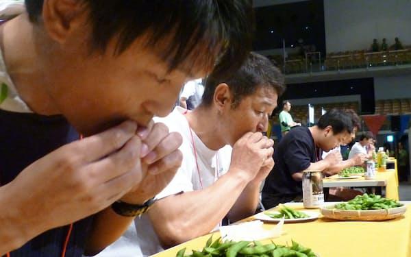 長岡市で7月20日に開かれた「世界えだまめ早食い選手権」